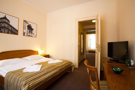 Anna Hotel: family room