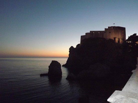 Hotel Ivka : Night time