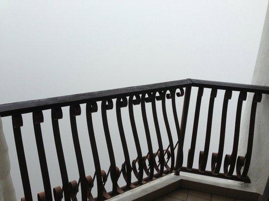 Awana Hotel: balcony - kabus pagi