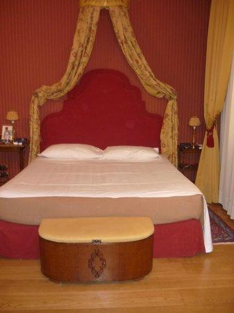 Hotel Palazzo Guiscardo: letto