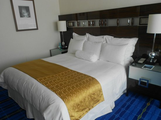Hong Kong SkyCity Marriott Hotel: Comfy bed