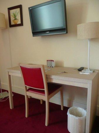 Hôtel du Parc : Desk