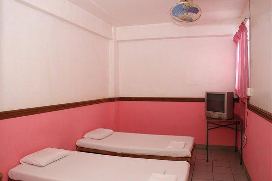 GV Hotel Sogod : non airconditon room 2pax 2 beds