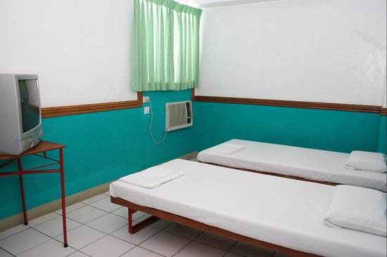 GV Hotel Sogod: aircondition room 2pax 2 beds