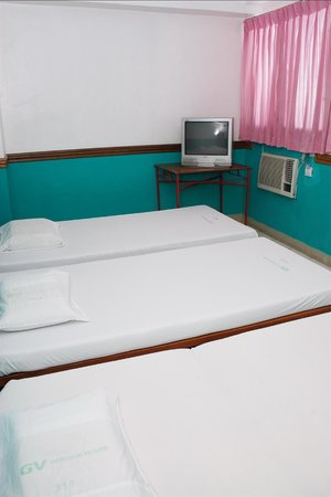 GV Hotel Sogod: aircondition room 3pax 3neds