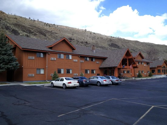 Yellowstone Village Inn: Main Inn