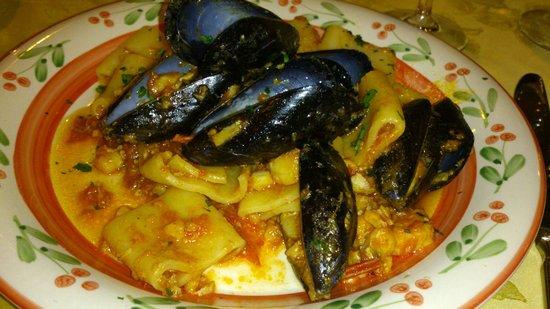 Mangiare a Furore: paccheri con scorfano, pomodorini e cozze