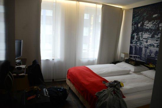 Hotel Helvetia: Double bed room