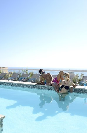 The George Hotel: Relaxing by the pool over summer