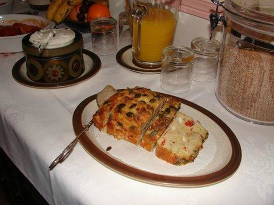Manoir La Betoulle : a French favourite - savoury cake for breakfast