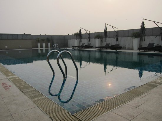 Svelte Hotel and Personal Suites : rooftop pool
