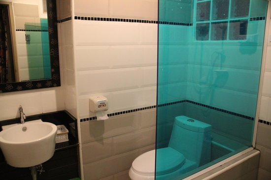 Ruean Kanyarat Boutique Hotel: Bathroom