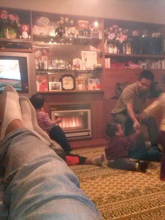Thamada Hotel: rebeca and family house