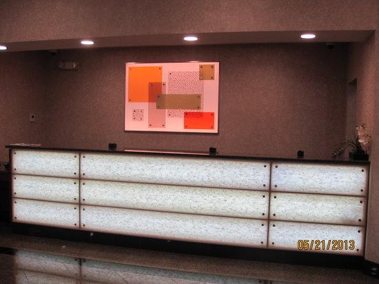 Drury Inn & Suites Valdosta : Front desk