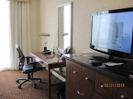 Drury Inn & Suites Valdosta : Room