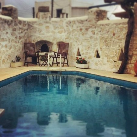 Hotel Aegeon Paros : part of the swimming pool