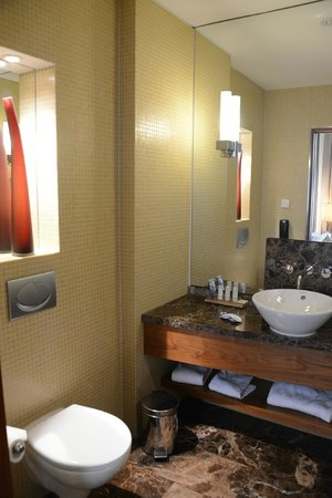 Radisson Blu Style Hotel, Vienna: Spacious bathroom