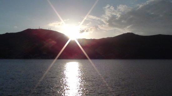 Faros Hotel: sun going down from Faros