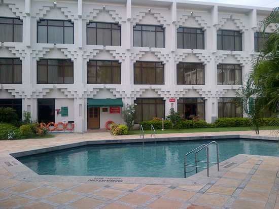 Welcomhotel Vadodara: Hotel pool side View from the Room