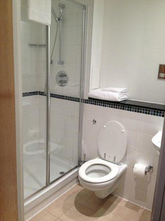 Marlin Apartments Aldgate: Second bathroom