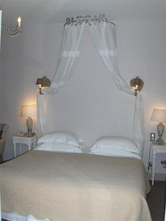 Hôtel Les Glycines : Literie d'une qualité exceptionnnelle