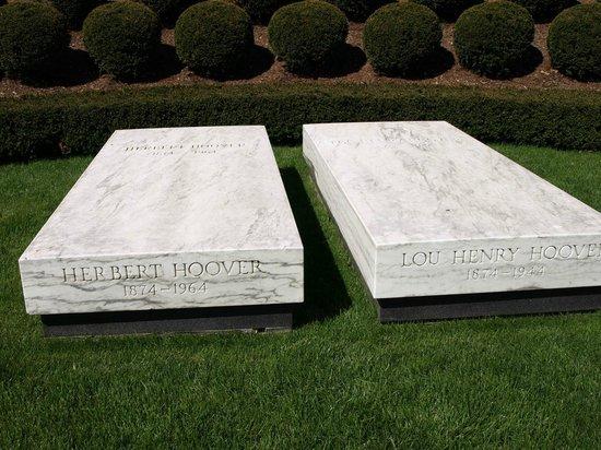 Herbert Hoover Presidential Library and Museum: Burial Plot
