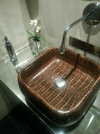 Cavalli Caffe: bathrooms