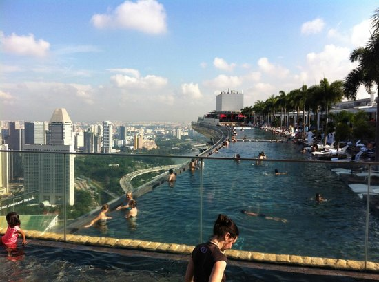 Vista da piscina picture of marina bay sands singapore tripadvisor - Singapore hotel piscina ...