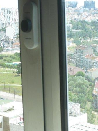 Corinthia Hotel Lisbon: Fenster ebenfalls von Innen dreckig