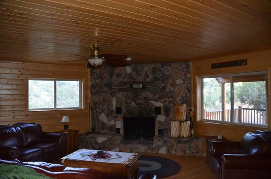 XbarH Lodge: Fireplace in Common Area