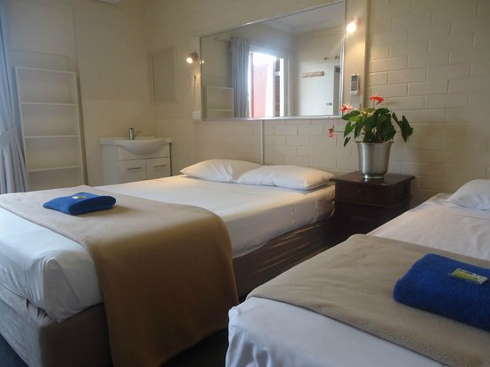 Kingsford Riverside Inn: Twin Room