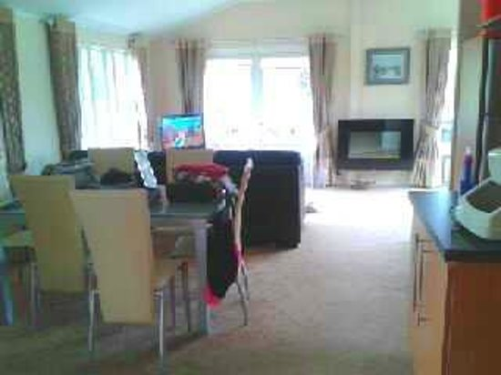 Ribblesdale Park: darcy lodge 6 dining/living area