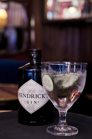 Bar A Parodia: One of our best sellers, Hendricks in the original glass