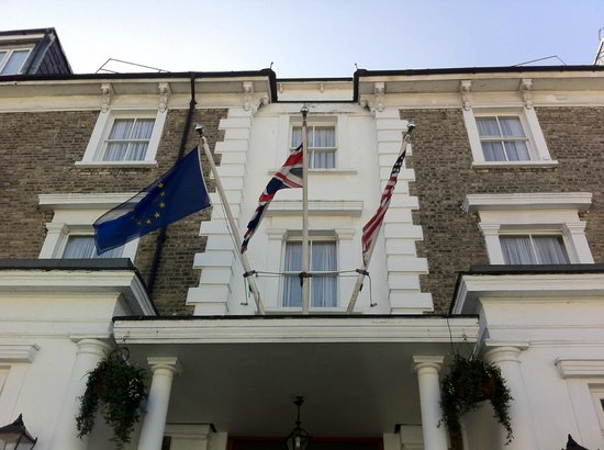 BEST WESTERN Swiss Cottage Hotel: View from the street