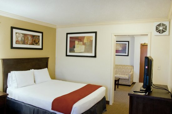 Holiday Inn Express Amherst-Hadley: Two Queen Corner Suite