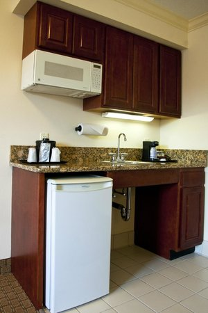 Holiday Inn Express Amherst-Hadley: Kitchenettes in all Executive Rooms and Suites