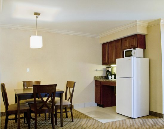 Holiday Inn Express Amherst-Hadley: Presidential Suite Kitchenette with Full Refrigerator