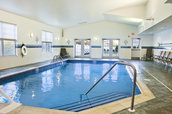 Holiday Inn Express Amherst-Hadley: Indoor Pool Open Daily