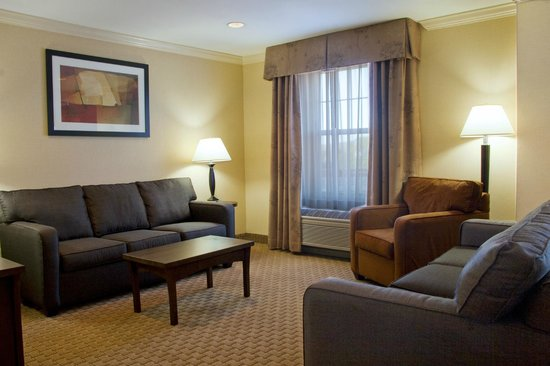 Holiday Inn Express Amherst-Hadley: Presidential Suite Living Area