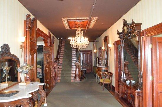 Rossmount Inn: Front foyer