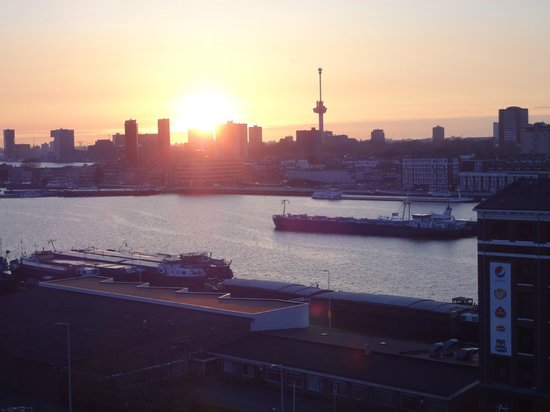 Art Hotel Rotterdam : view from top level room