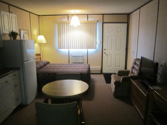 Inn of the South: Bed room with kitchenette