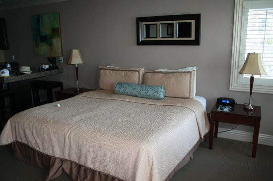Laguna Riviera Beach Resort: King Bed