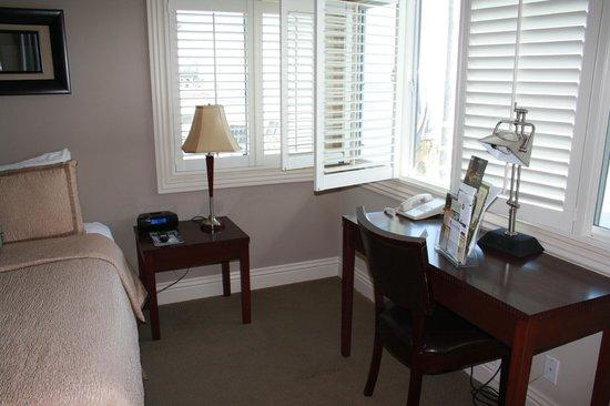Laguna Riviera Beach Resort: Desk