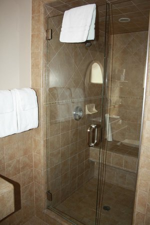 Laguna Riviera Beach Resort: Shower