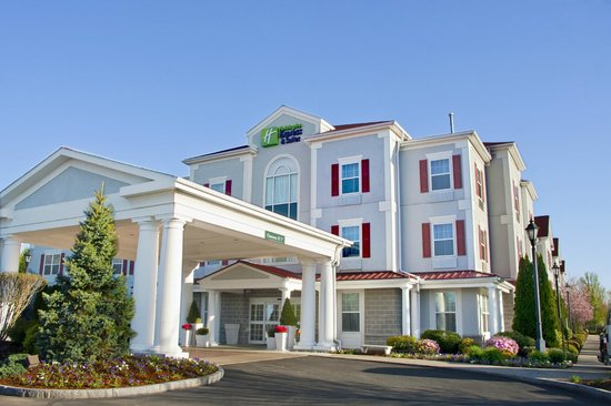 Holiday Inn Express Amherst-Hadley: Welcome to the Holiday Inn Express & Suites Amherst-Hadley