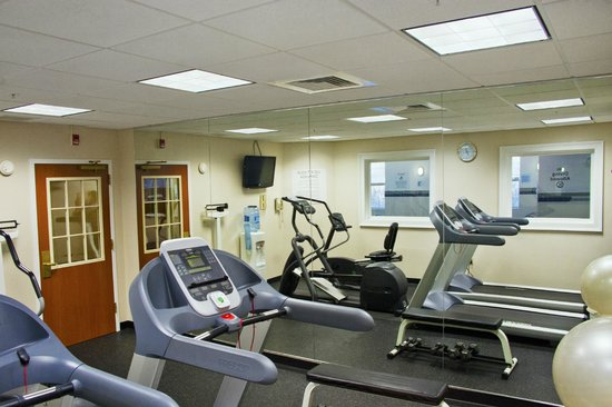 Holiday Inn Express Amherst-Hadley: Limited Fitness Room