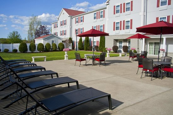 Holiday Inn Express Amherst-Hadley: Patio
