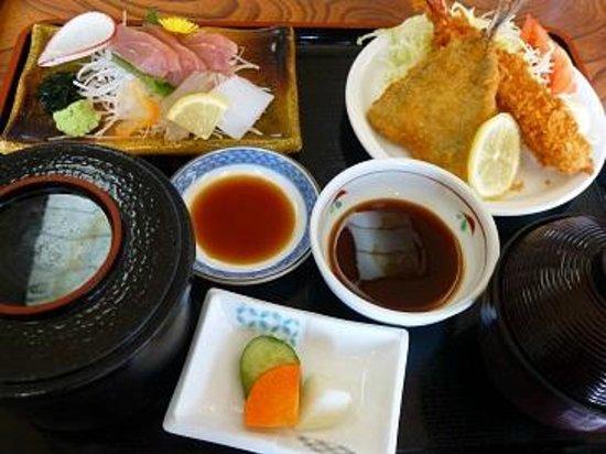 Daito Onsen Seatopia: フライと山かけ定食