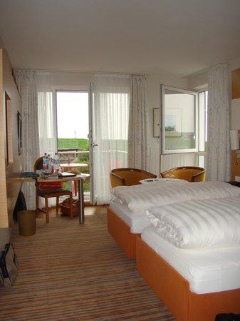 Neuharlingersiel, Niemcy: Zimmer 24 mit Blick nach draußen